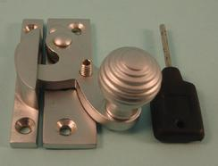 THD113L/SCP Clo Fastener - Reeded Knob - Locking in Satin Chrome